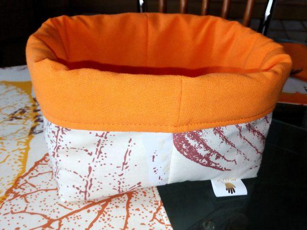 Оранжев комплект за сервиране с панерче за хляб