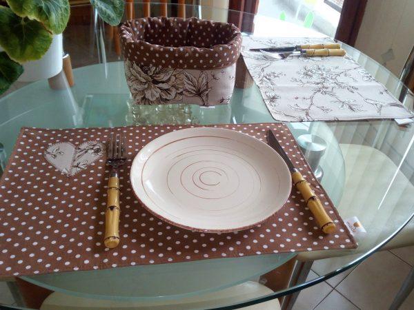 Комплект за сервиране в кафяво с панерче за хляб
