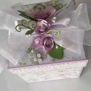 Ръчно направена кутийка за сватба или годеж