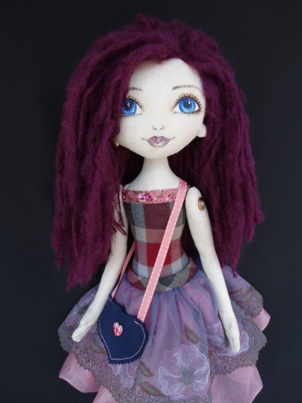 Виола - текстилна кукла