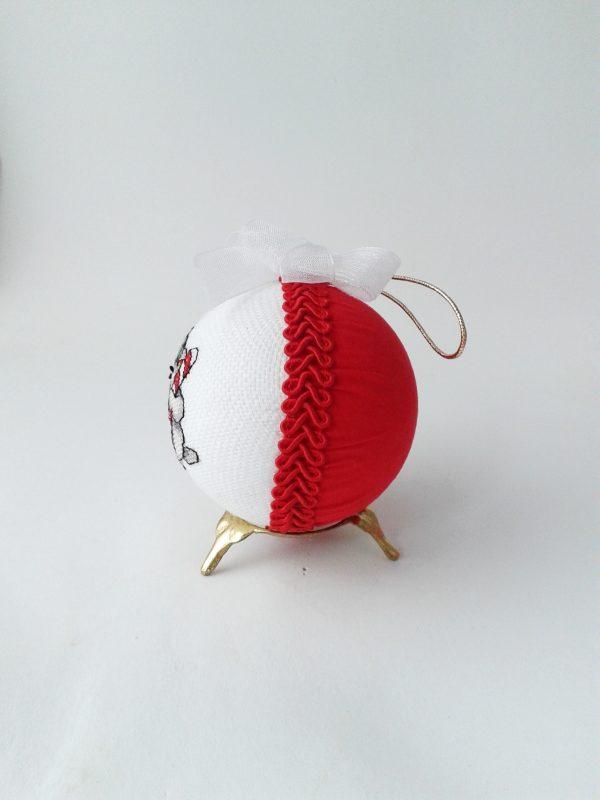Бродирана топка за елха