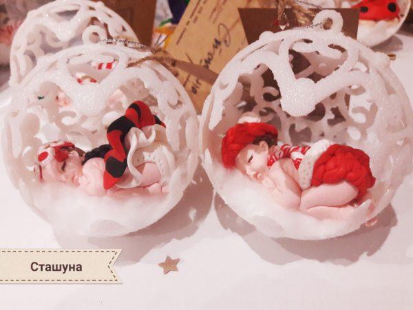 Коледна топка за елха с декорация от полимерна глина
