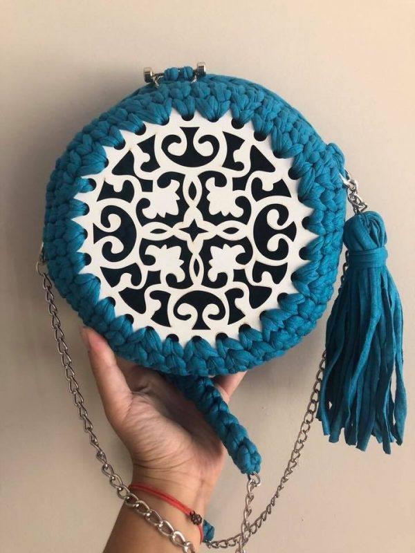 Плетена чанта с декорация