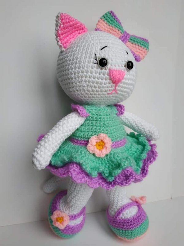 Ръчно плетени играчки - Коте с рокличка