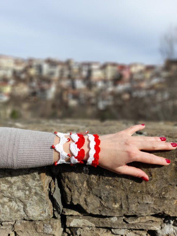Дамска плетена мартеница за ръка