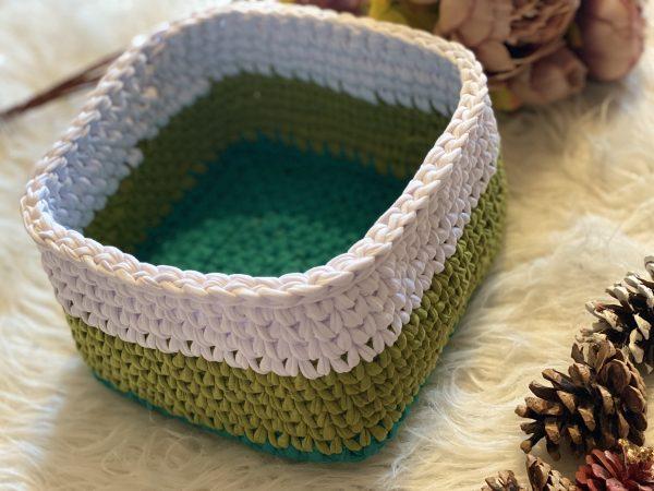 Плетен панер с квадратна форма