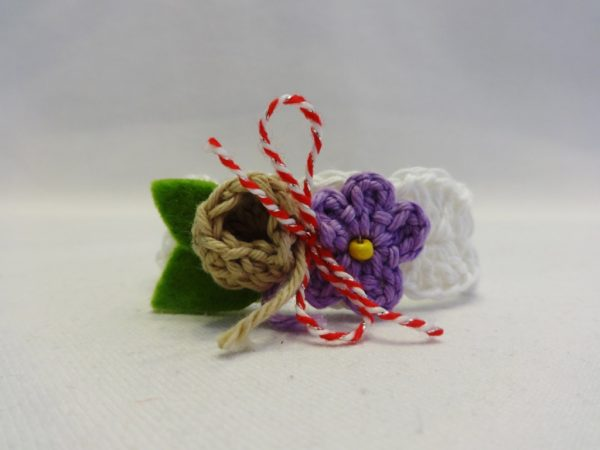 Дизайнерска дамска плетена мартеничка гривна