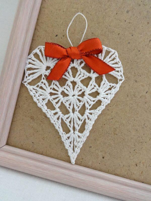 Подаръци за влюбени плетено сърчице