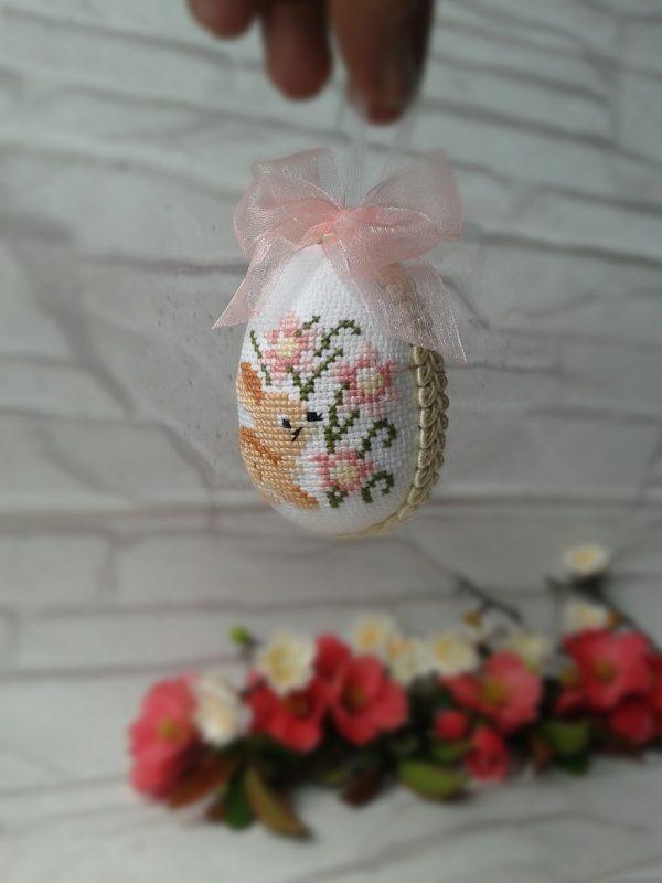 Бродирано яйце със зайче