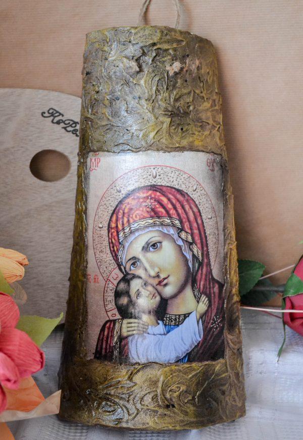 Чудотворна икона на Св. Богородица върху керемида
