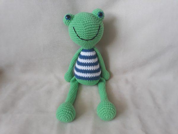 Ръчно плетени играчки жабчета