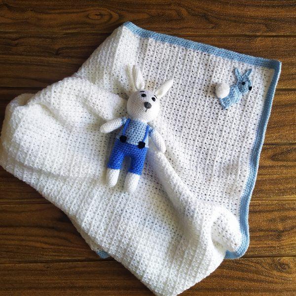 Комплект за бебе - Плетена пелена и играчка зайче