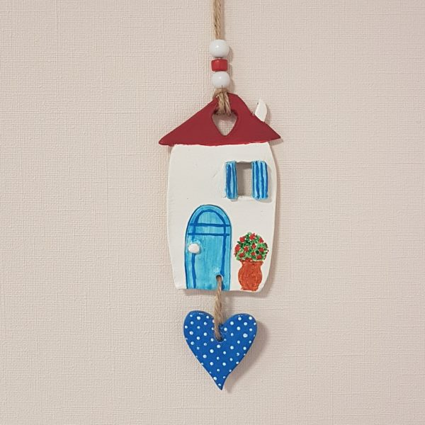 """Керамична къща """"Средиземноморие"""" със синьо сърце"""