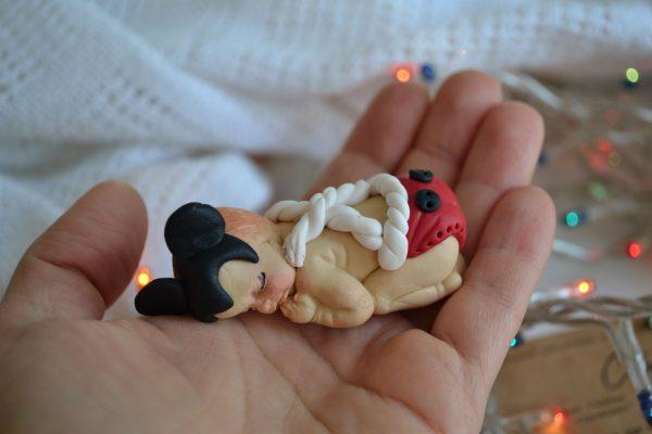 Коледни топки за елха от полимерна глина – бебе