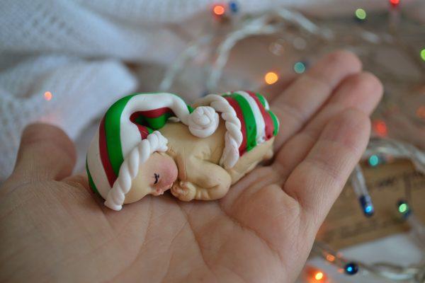 Коледни топки за елха с декорация от полимерна глина – бебе