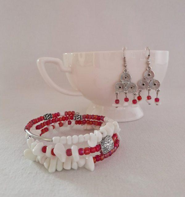 Коледен сет бижута с бял ахат и червени стъклени мъниста