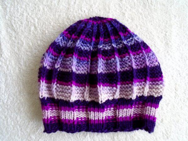 """Ръчно плетена шапка """"Циклама"""""""