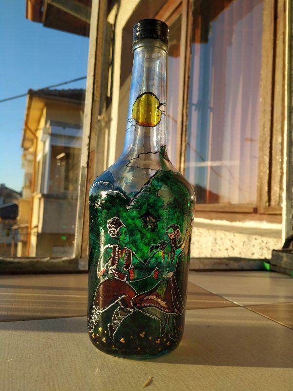 Голяма рисувана бутилка с фолклорни мотиви