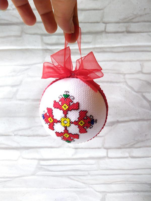 Коледна топка с бродерия