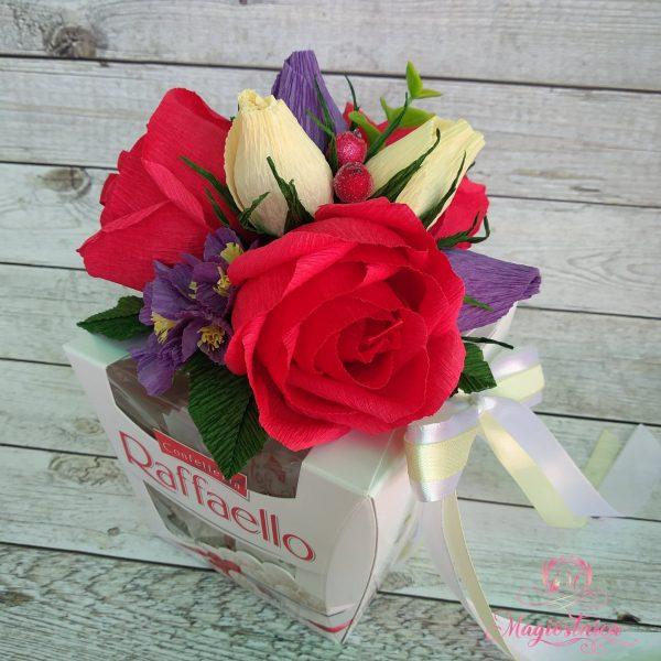 Кутия бонбони Рафаело, отгоре с цветя направени от хартия
