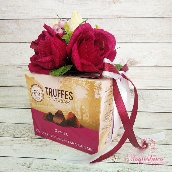 Аранжирана кутия Truffles със 7 рози от хартия