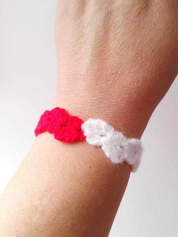 Ръчно плетена мартеница-гривна