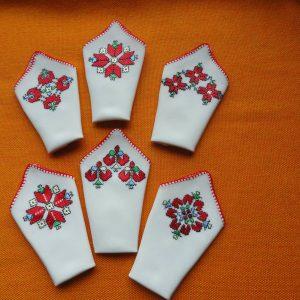 Ръчно бродирани копринени кърпички
