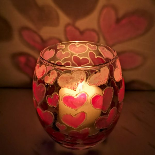 Ръчно рисуван свещник за романтична вечер
