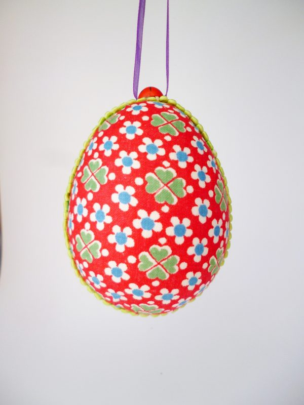 Голямо бродирано яйце