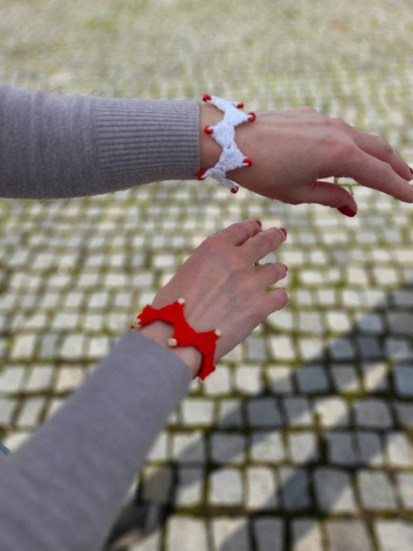 Ръчно плетена дамска мартеница-гривна от естествени материали