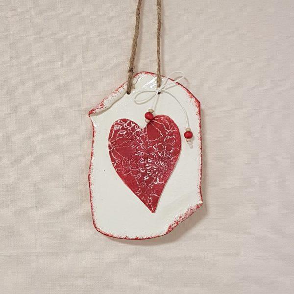 Керамична плочка с дантелено сърце