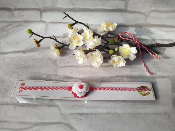 Мартеница гривна с цвете