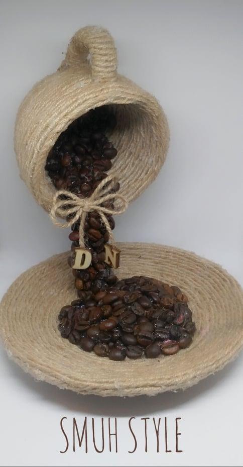 Летяща чаша с декорация от кафе