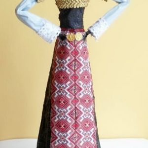 Kукла пременена в традиционна българска народна носия