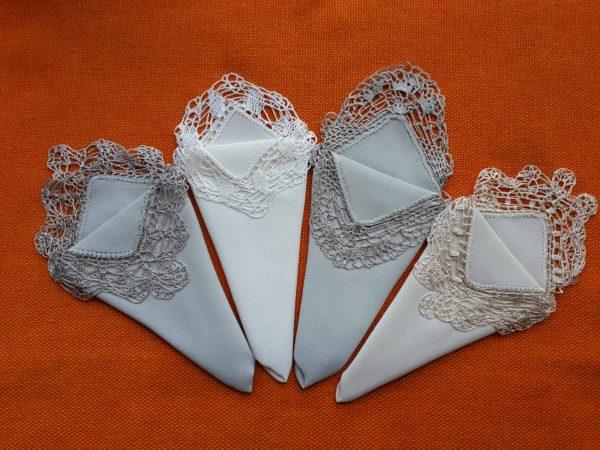 Копринени кърпички с ръчно плетена дантела