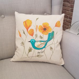 "Рисувана декоративна калъфка ""Шарено пиле с цветя"""