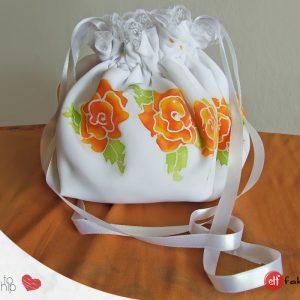 Ръчно рисувана чантичка с рози - налична