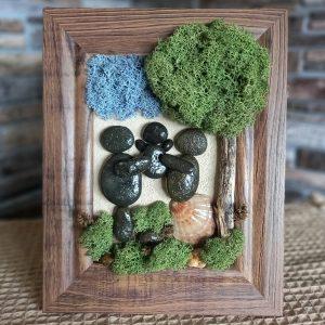 """Пано """"Семейство"""" с морски камъчета и скандинавски мъх"""