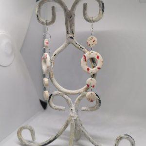 Обеци от полимерна глина със сребърна закачалка - цвят бяло и червено