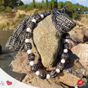 Черно-бяла копринена огърлица с перли