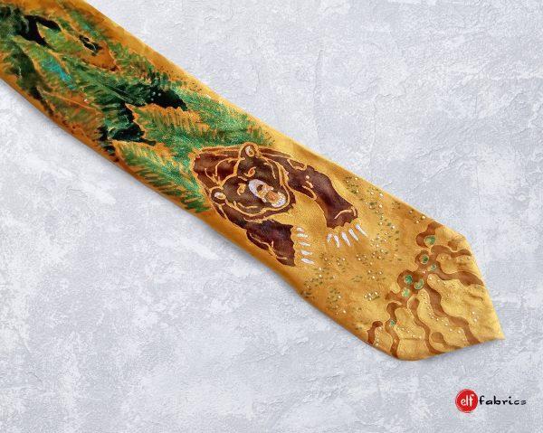 """Ръчно рисувана копринена вратовръзка """"Лудата Мечка"""""""