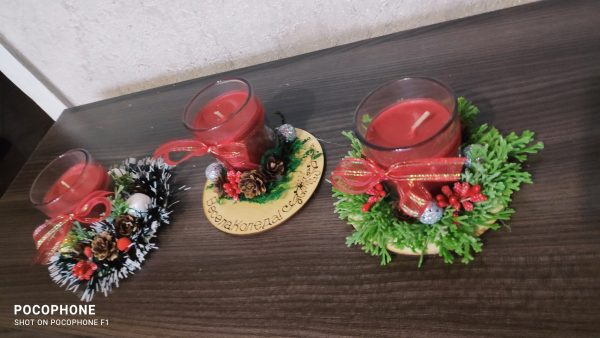 Коледна свещ в чашка